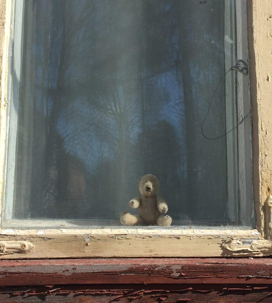 Karusaaren Hevosmiehentalon ikkuna